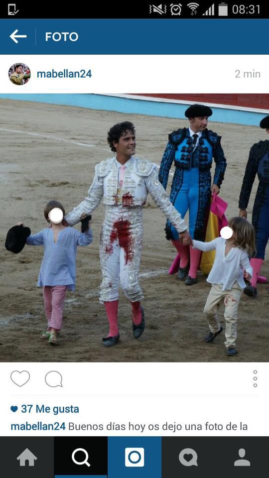 fotografías originalmente publicadas por Miguel Abellán y Samantha Vallejo- Nágera en sus perfiles de redes sociales con las caras de los niños sin borrar.