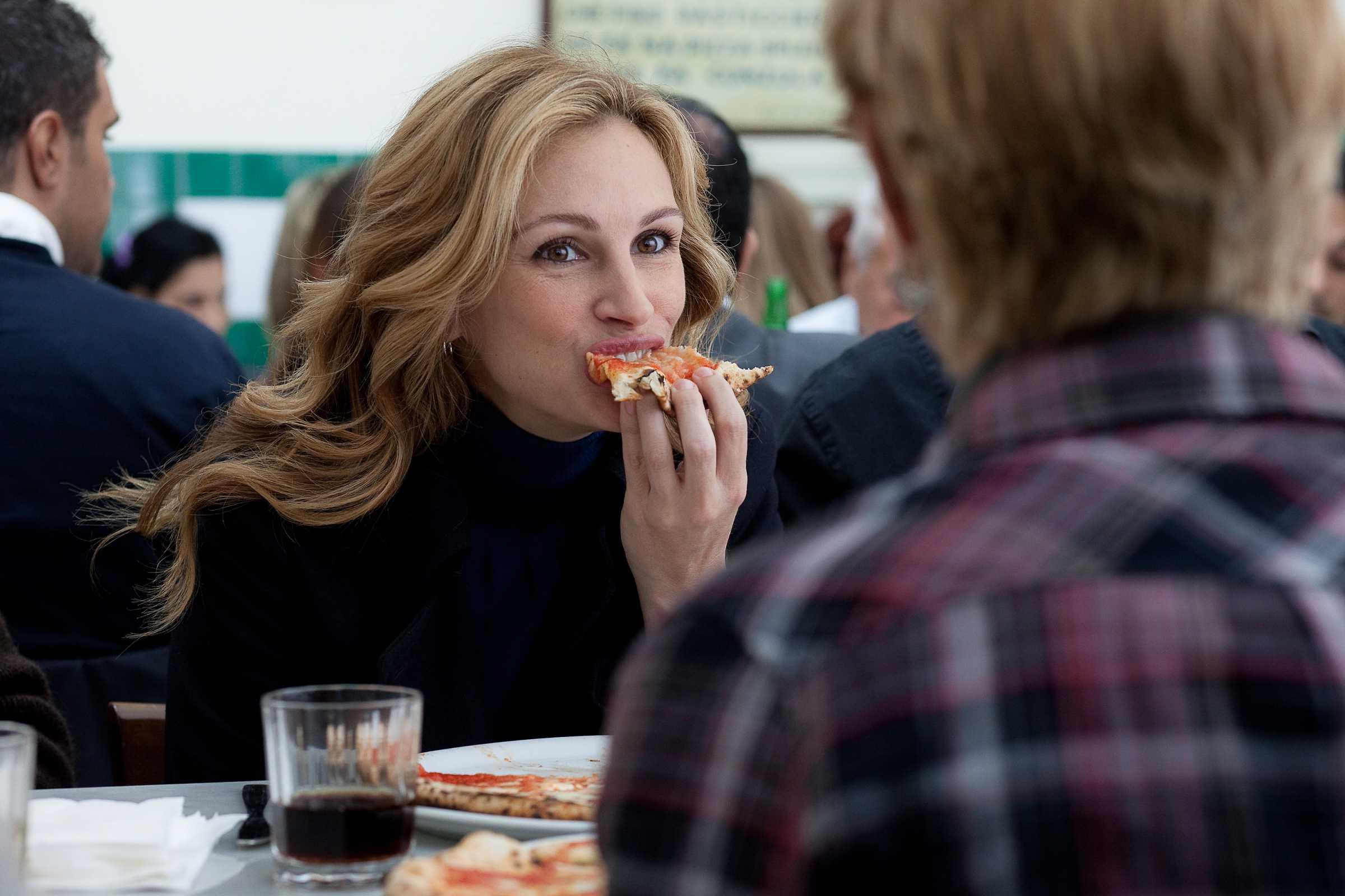 Julia Roberts en un fotograma de la película 'Come, reza, ama'